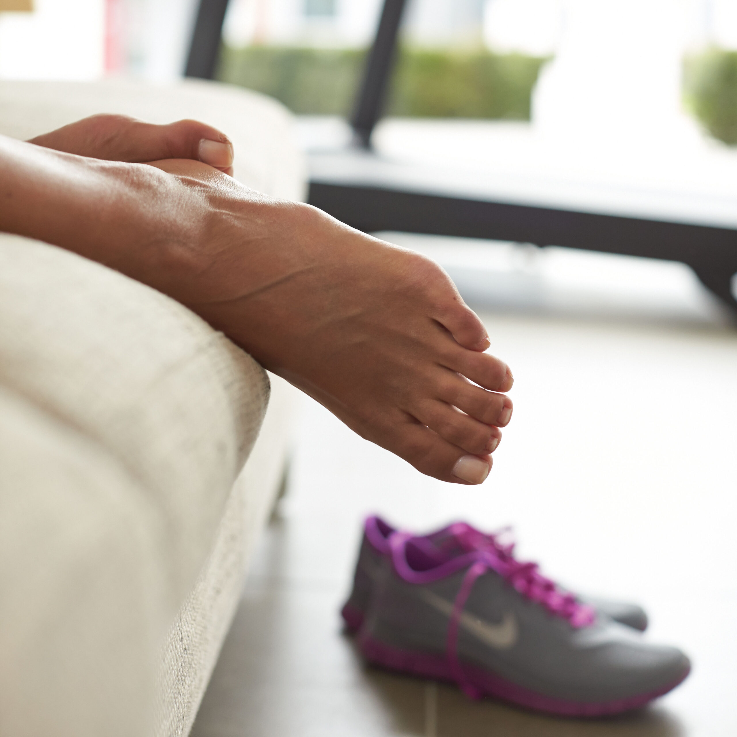 Bong mắt cá chân là loại chấn thương khá dễ gặp dù tập với máy chạy bộ hay chạy ngoài trời