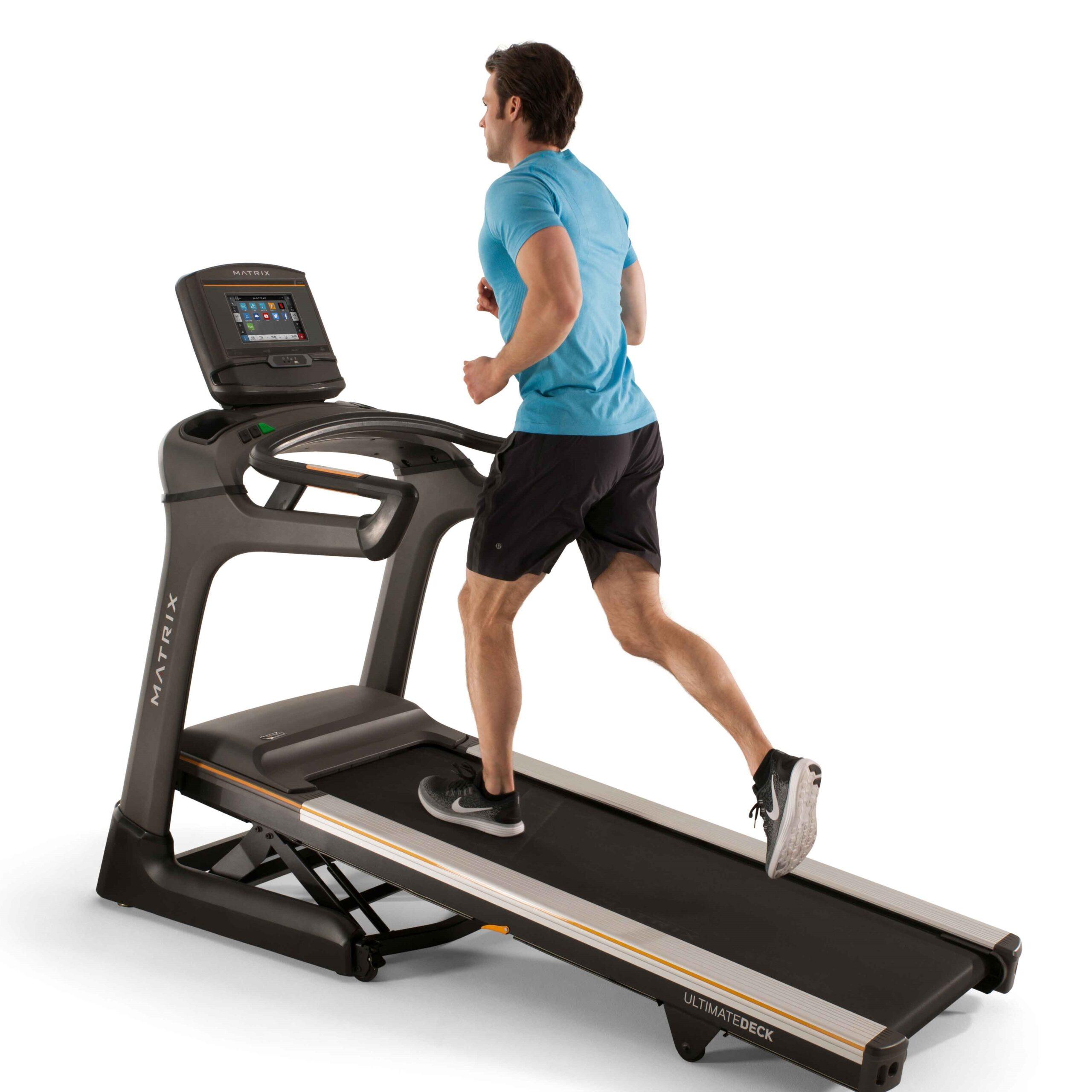 Khi chạy bộ hoặc đi bộ dốc, khớp gối của bạn sẽ hoạt động nhiều hơn để tiến về phía trước
