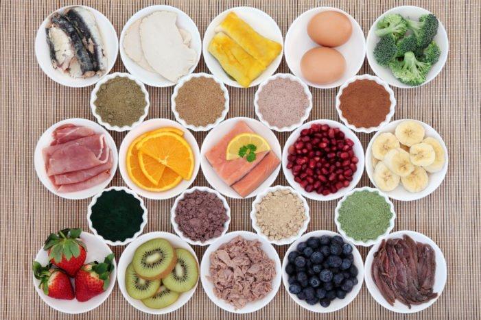 """chế độ ăn Paleo giảm cân (còn gọi là chế độ ăn kiêng người tiền sử hay chế độ ăn kiêng """"nguyên thủy"""")."""